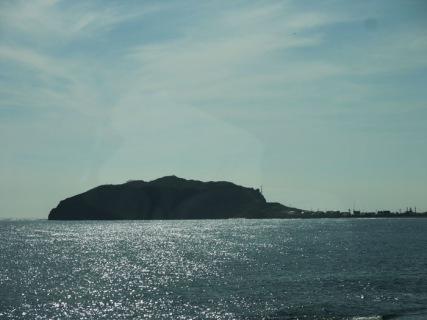 車窓から海がキラキラ