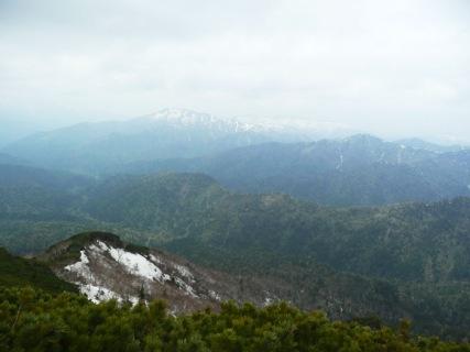 16武華山頂から後方に石狩連峰