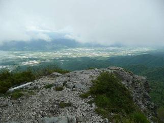 絶壁の山頂から富良野方向