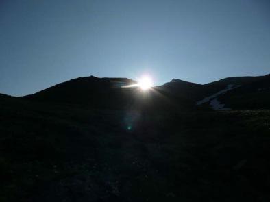 稜線から太陽5:52