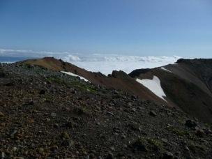 安足間岳より見る比布岳7:31