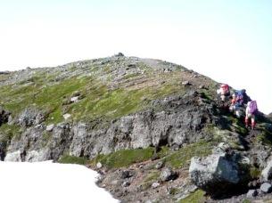 安足間岳に向かいます7:24