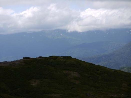 トムラウシ山にも雲が掛かってます