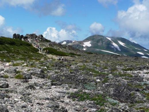 赤岳山頂右手は北鎮岳