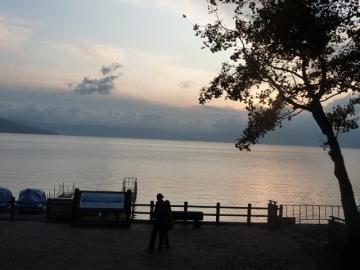 夕暮れの支笏湖