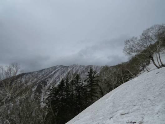 sIMG_3030尾根に出て一番高い山頂は遠いね