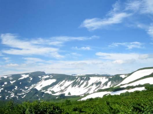 s2013-07-21 緑岳~白雲避難小屋 006高根が原~忠別岳の雪渓
